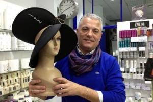 Vicente Nicolás con sus aros imantados