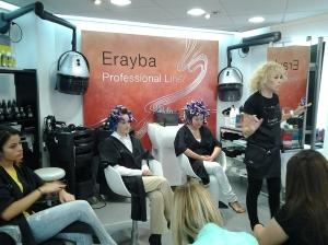 Instantánea de uno de los cursos puestos en marcha para la formación de los peluqueros y conocimiento de las nuevas líneas técnicas de Erayba Profesional line